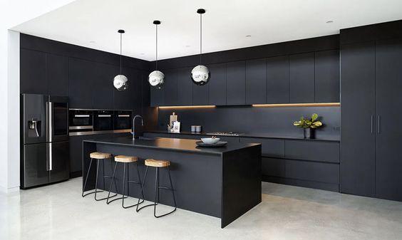 muebles oscuros en cocina